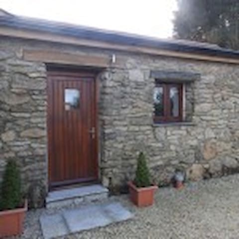 Jubilee Cottage sleeps 6 in 3 bedrooms