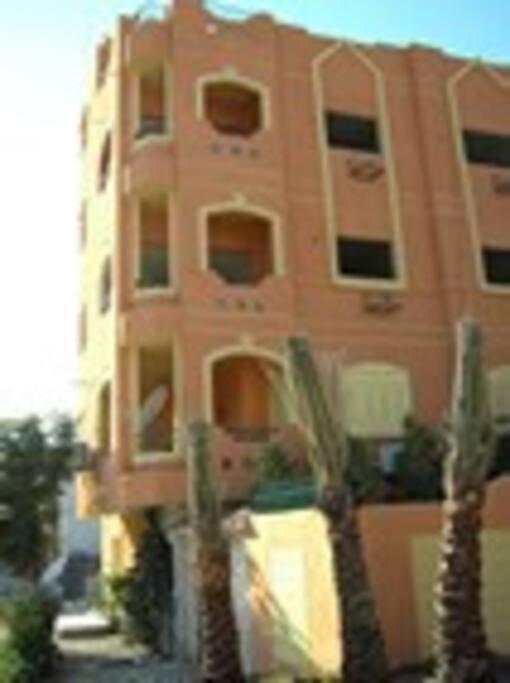 immeuble privé avec deux appartements et une appartement en terrasse à louer