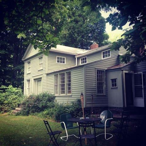 Woodstock Farmhouse. Walk to Town. - Woodstock - House