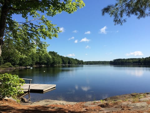 Intimate Lakeside Maine Cottage!