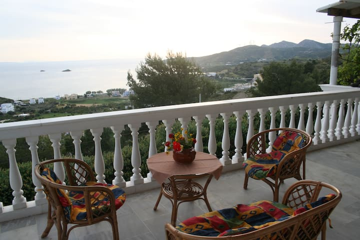 An apartment with fantastic views. - Agia Marina - Apartment