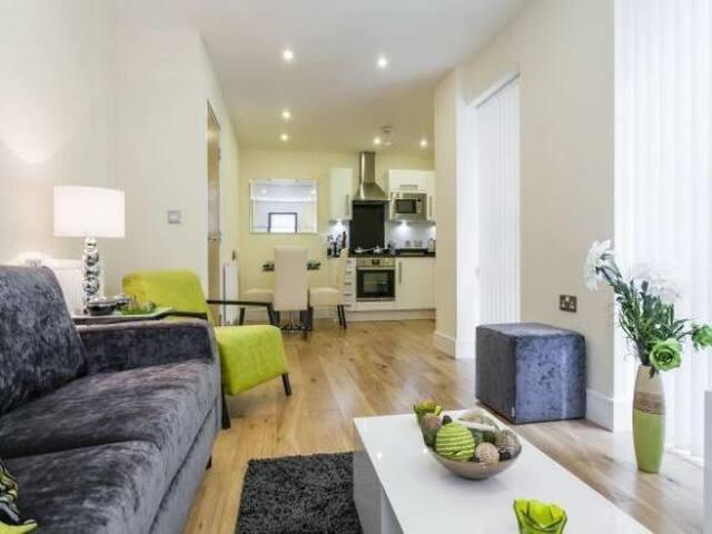 1 bed flat near London City Airport