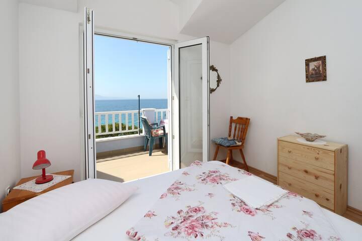 Right on the beach, Top-Location!! - Zaostrog - Apartemen