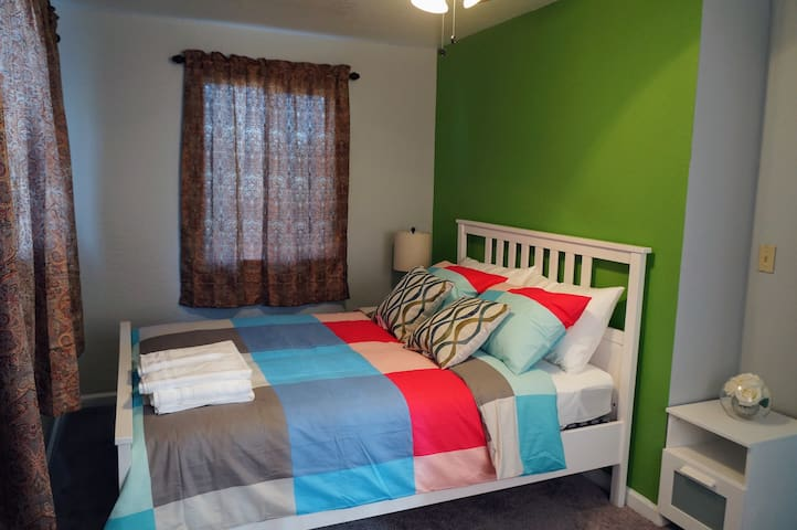 lovely Bedroom 6, shared baths, Modesto downtown!