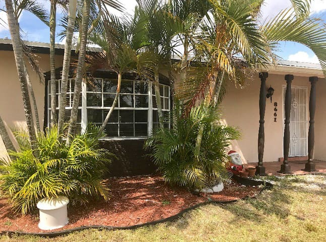 Near Sawgrass and Westfield Mall, Pool, Cozy House