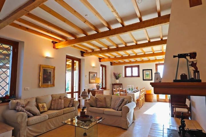 Komfortable Villa an der Riviera delle Palme mit Garten