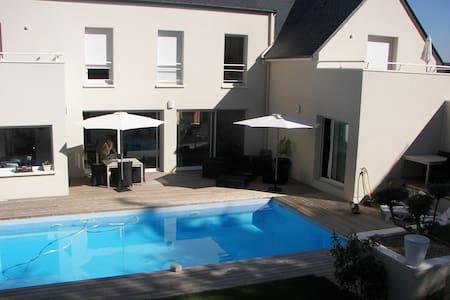 chambre de 15 m² avec salle d'eau - Bouchemaine