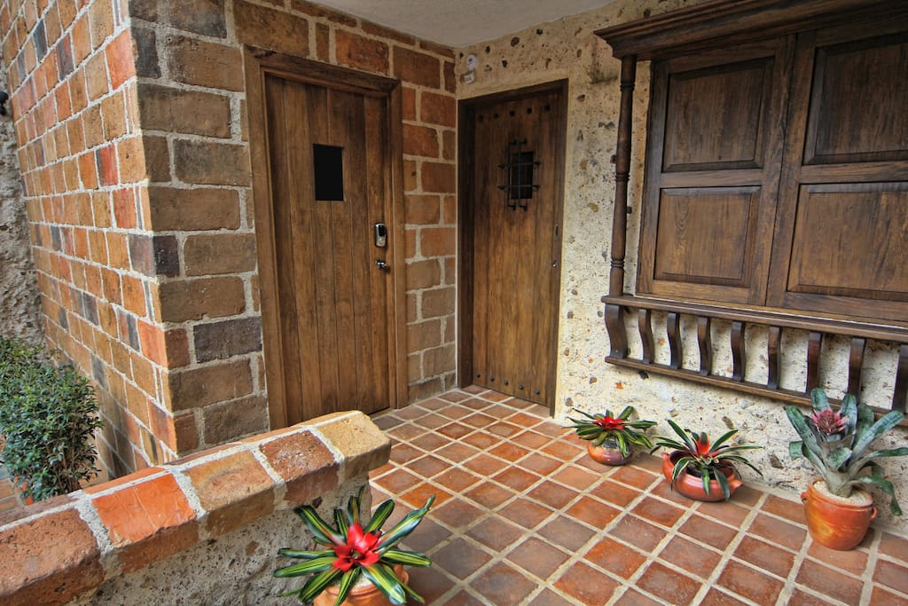 Colonial Style entry awaits