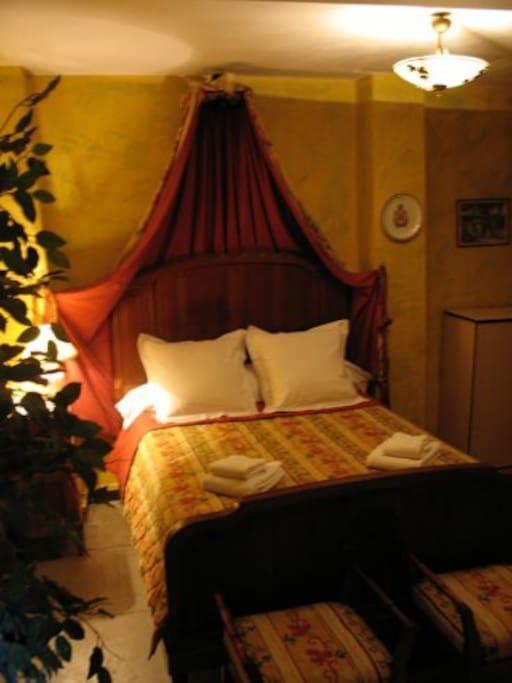 Sovrum med Grand Lit med direkt tillgång till terrassen Bedroom with a Grand Lit with direct access to the terrace
