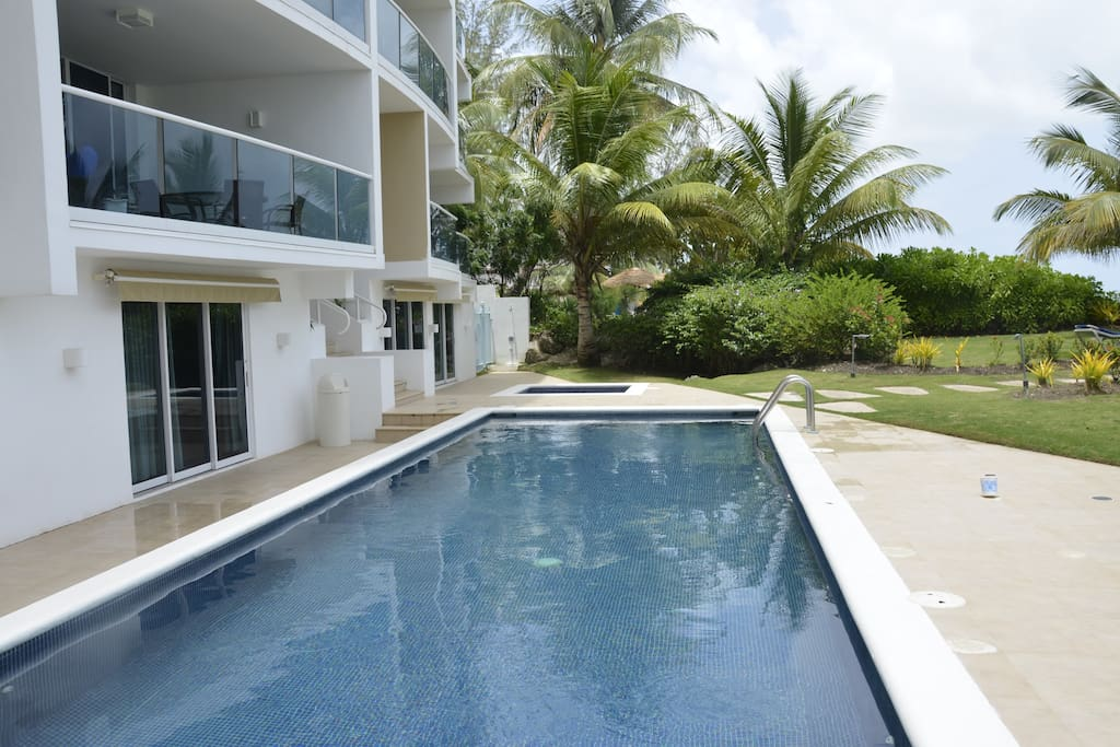 Ultra Modern 3 bed BEACH Condo