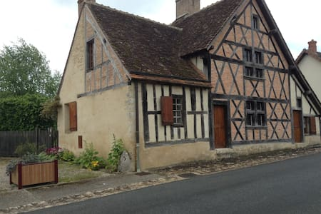 Stunning 16th century detachedhouse - Veilleins