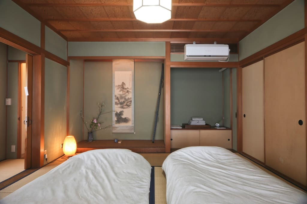 Larger room with 2 Futon