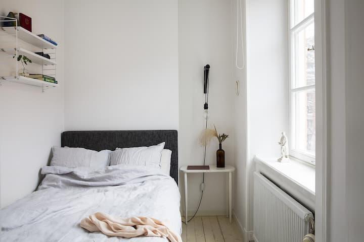 Habitacion con muebles y lista para habitar.