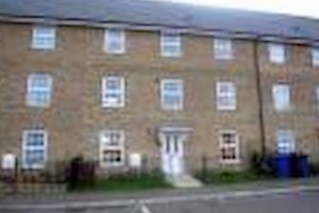 2 double bedrooms in a house to let - Purfleet - Casa