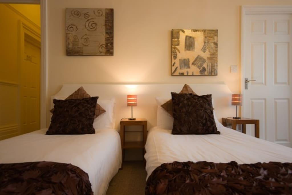 Suite 2 - main beds can be set as twins or a kingsize
