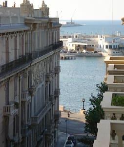 LARGE ROOM BARI CENTER - Bari - Apartamento