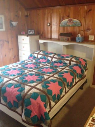 Queen size Sealy posturepedic mattress