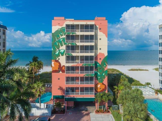 Beachfront Fort Myers Beach Hotel Condo w Pool 504