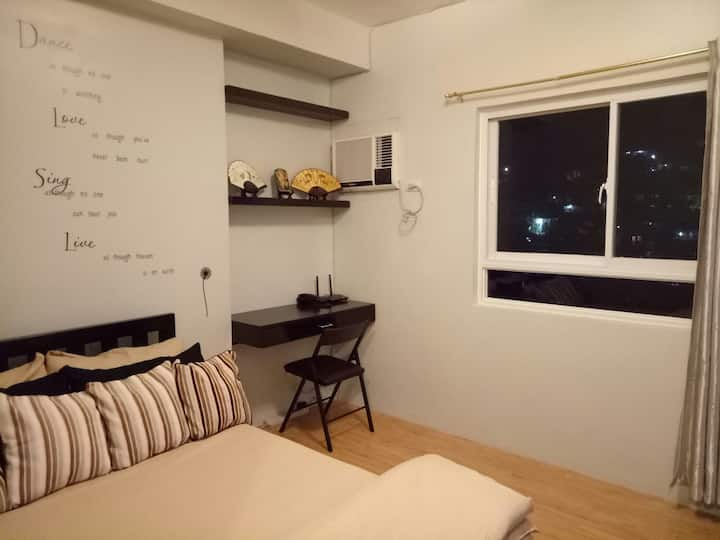 Fully Furnished Condo near IT Park (20mbpsFbrWifi)