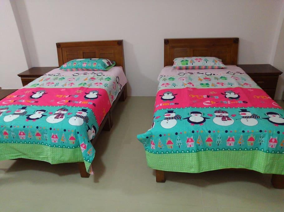 2張單人床