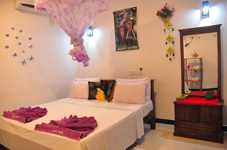 Sigiri Saman Homestay|Deluxe Double Room with A/C