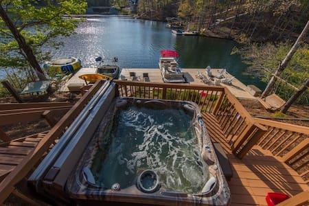 Breathtaking 120 ft 5 BR lakefront home Hot Tub +