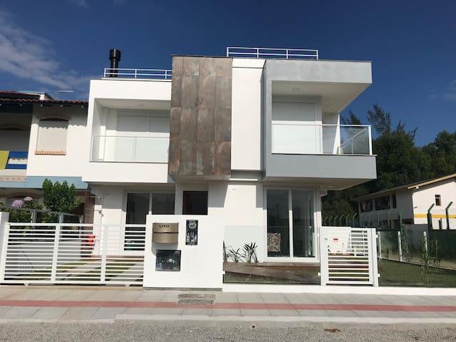 Casa NOVA, excelente padrão !!