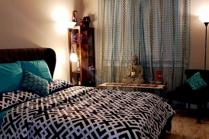✯ Artsy Ground Floor BR and Bath - 15 mins to DT