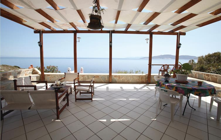 Holiday cottage with 4 bedrooms on 195m² in Keratea