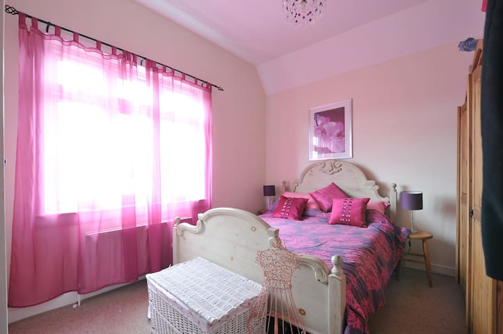 Peaceful & Beautiful Double room - Sevenoaks - Hus