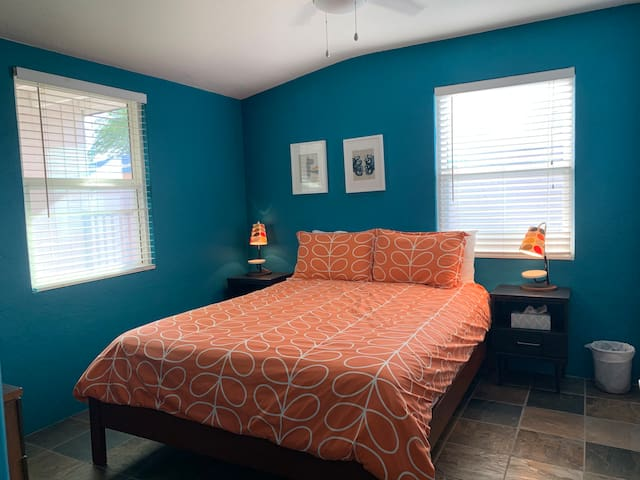 Mid Century Tucson Room (Queen Bed)