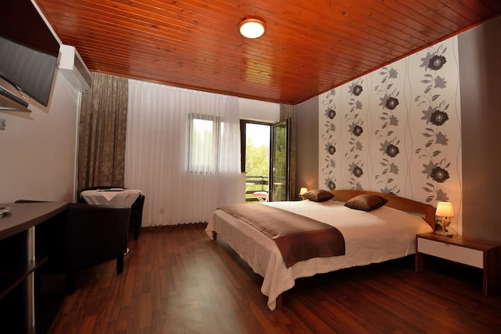 SUPERIOR ROOM - HEART OF PLITVICE