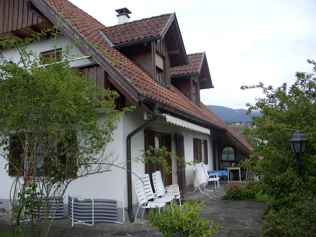 Living in the garden - Dornbirn - Bed & Breakfast