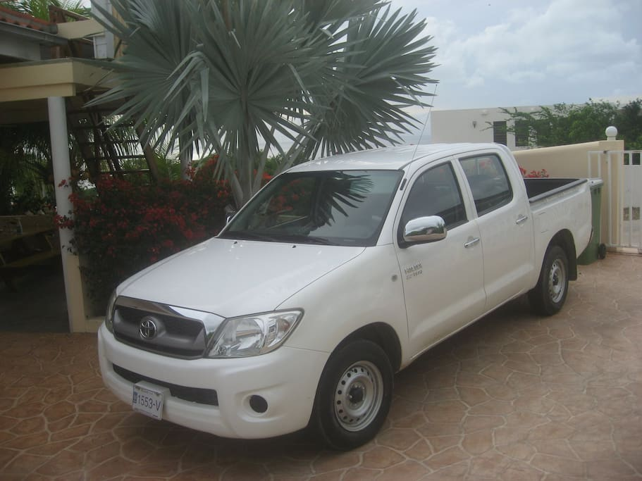 A Toyota Hilux 2.7 i hand shifted pickup truck with a lot of space for JUST $39 per day incl. FULL insurance for 1 driver!!! Extra driver $ 4.50 p.p.p.d. Completely insured only for drivers with a min. age of 25 and for all kinds of risks! Deposit max $500 per accident if it's your fault.