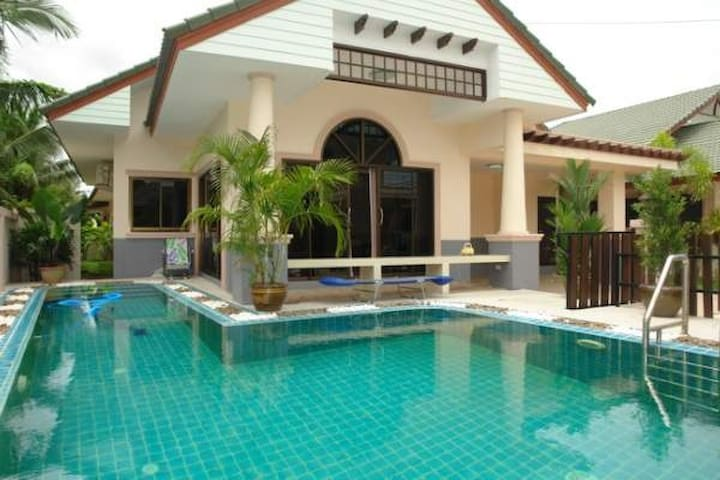 House with pool , fitness in Thai - Banglamung - Apartamento