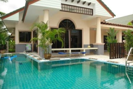 House with pool , fitness in Thai - Banglamung
