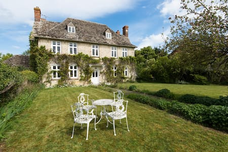BUSCOT MANOR - Period Country House - Buscot