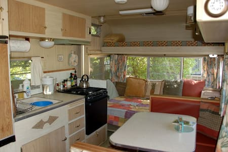 Cozy Trailer in Garden Setting - Bellingham - Camper/RV