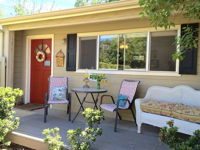 walking distance to downtown cottage - Paso Robles - House