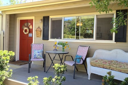 walking distance to downtown cottage - Paso Robles - Ház