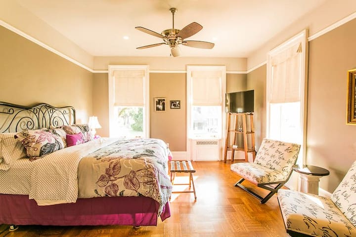 The Migel House Eugenia Suite - Waco - Bed & Breakfast