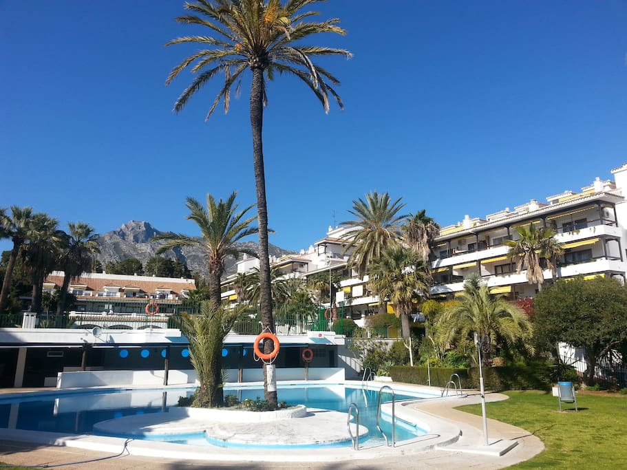 Lower pool with restaurant, bar and amazing view on the Concha mountain