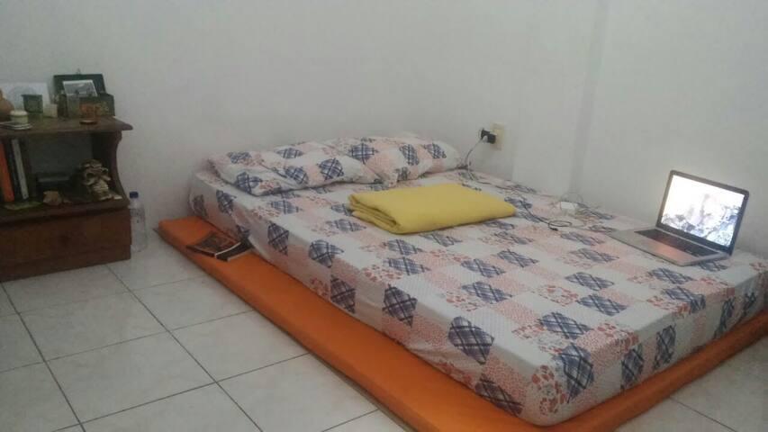 Quarto amplo em Salvador - Salvador - Apartemen