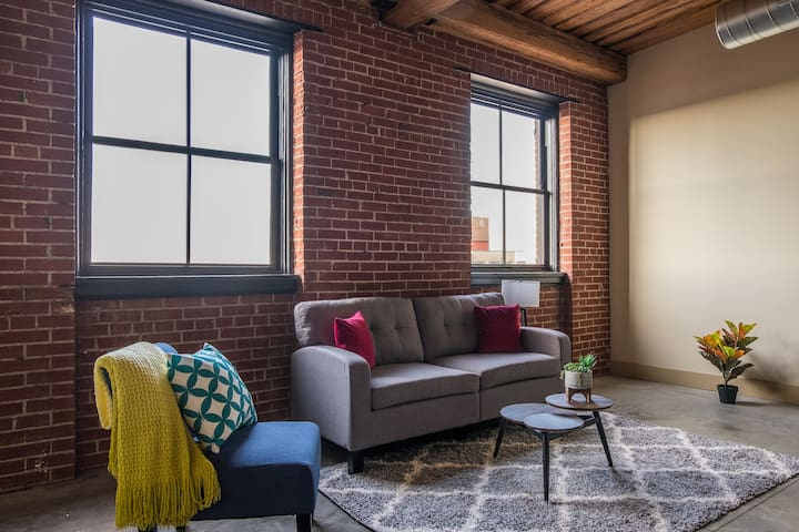 Large Open 1br Loft @ City's Center | Near Dining
