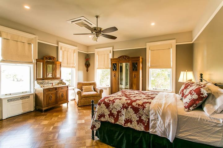 The Migel House Ivy Suite - Waco - Bed & Breakfast