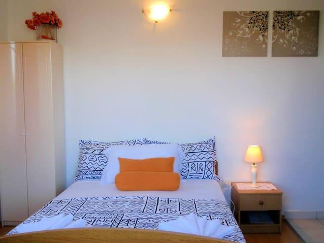 Cosy apartment with sea view - Okrug Donji - Apartamento