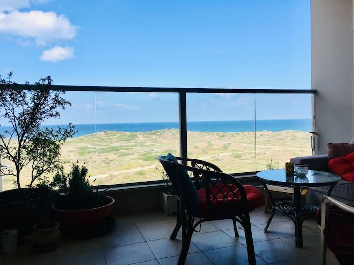 דירה מול הים