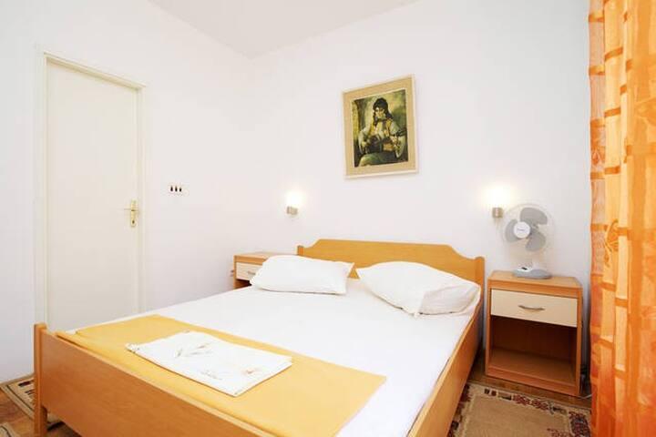 Apartmani Delic, I Hvar, 002- Room - Stari Grad - Bed & Breakfast
