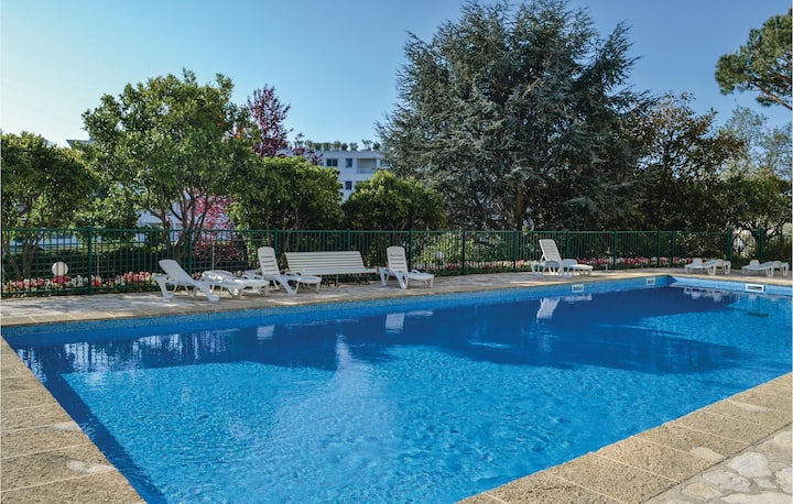 Stunning home in Cannes with WiFi, Outdoor swimming pool and 1 Bedrooms