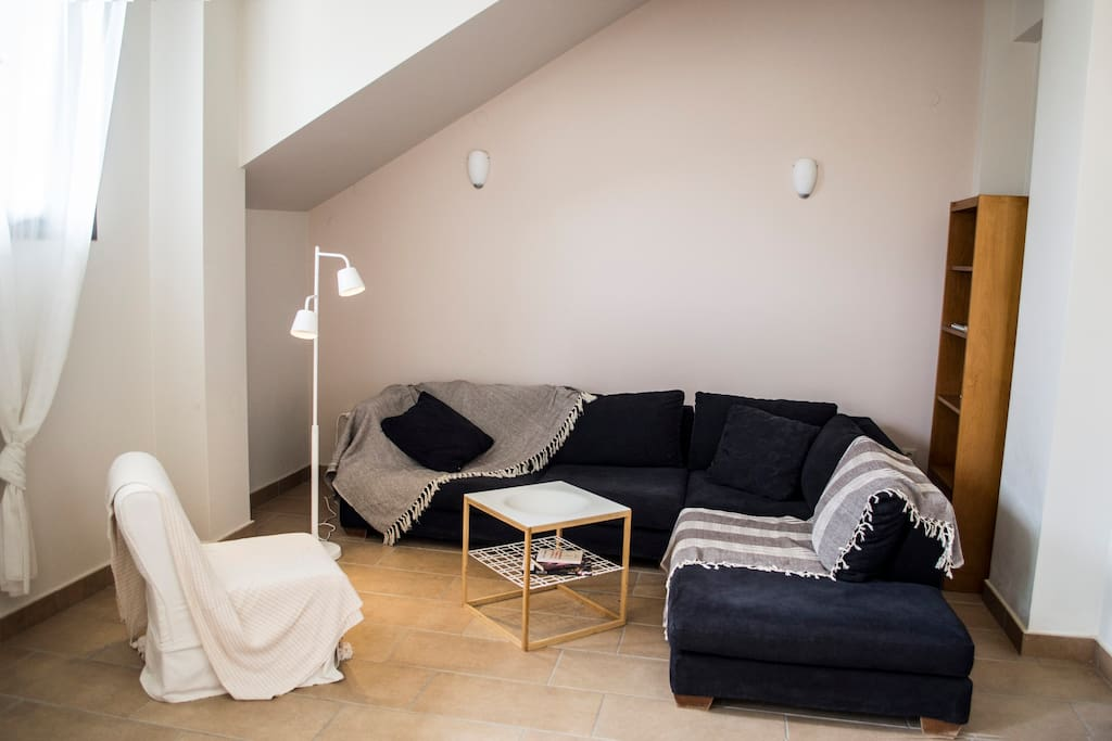 The sofa in the living room is so large and comfortable that it can be used as two single beds.